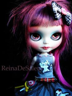 """""""The first Blythe vampire I can remember of is this girl, customized by Reina de Salem in 2008 and who now belongs to Cybermelli and is called Jasper. As usual, Reina is a trend setter and always one step ahead of us!""""   ~ I LOVE vampires (old school ones, that is! None of your Twighlight nonsense!), I also Love Blythe dolls, strangely, i'm not sure what i think of Blythe vampire dolls?!"""