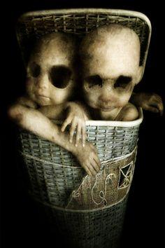 The Creepy Digital Art of Francesco Sambo Fete Halloween, Halloween Doll, Haunted Halloween, Halloween Halloween, Halloween Costumes, Creepy Horror, Horror Art, Art Om, Creepy Pictures