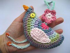 Crochet bird tutorial-handcrafts don't have to be a lost art! Rediscover the fun. Loom Crochet, Crochet Birds, Crochet Home, Crochet Animals, Crochet Flowers, Crochet Garland, Crochet Ornaments, Knitting Patterns, Crochet Patterns