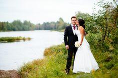 Hääpotretti  #weddings #wedding #portrait #bride #groom #river #kiiminki #häät #love #rakkaus #hääkuva #hääpotretti #muotokuva #sulhanen #morsian