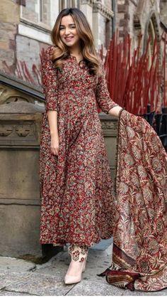 Casual Indian Fashion, Indian Fashion Dresses, Dress Indian Style, Indian Designer Outfits, Indian Outfits, Fashion Outfits, Indian Attire, Muslim Fashion, Designer Dresses