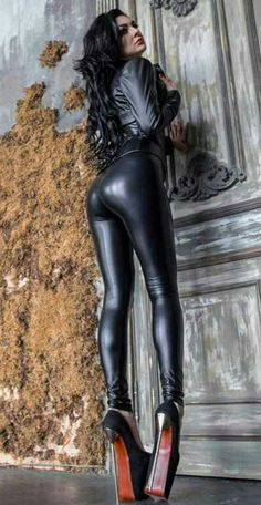Pvc Leggings, Wet Look Leggings, Shiny Leggings, Faux Leather Leggings, Leather Pants, Black Leather Dresses, Leather And Lace, Extreme High Heels, Latex Girls