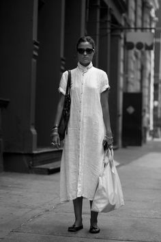 credits: wear color honey kennedy fancy treehouse spanish fashionista the sartorialist The Sartorialist, Look Fashion, Womens Fashion, Fashion Design, Street Fashion, Gothic Fashion, Fashion Models, Mode Alternative, White Linen Dresses