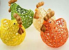 corona de carton #corona String Crafts, Jute Crafts, Craft Stick Crafts, Easter Bunny Decorations, Easter Wreaths, Diy Ballon, Ostern Party, Teacup Crafts, Chicken Crafts