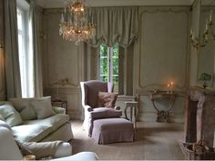 18th century styled French paneling, handmade and custommade in the workshop of Lefèvre Interiors www.lefevre.be Belgian linen slipcovered chairs and window treatment  Interior design Greet Lefèvre