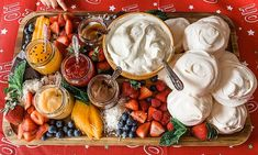 Pavlova grazing boards are the latest Christmas food trend While cheese and antipasto platters are always a festive hit, pavlova grazing boards are the new dessert trend sweeping Australia this Christmas. Mini Pavlova, Aussie Christmas, Australian Christmas, Food Platters, Cheese Platters, Dessert Platter, Antipasto Platter, Best Cheese, Christmas Treats