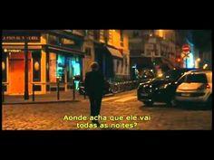 O filme Meia Noite em Paris, de Woody Allen, conta a história de um autor que visita artistas dos anos 20 e da Belle Époque em suas andanças por Paris.