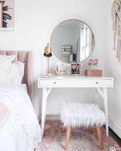 15 Cool Bedroom Vanity Design Ideas - Page 5 of 15 - Bedroom Design Small Bedroom Vanity, Small Vanity Table, Mirror Bedroom, Makeup Vanity In Bedroom, Decor For Small Bedroom, Small Space Bedroom, Vanity Bathroom, Decorating Small Bedrooms, Small White Bedrooms
