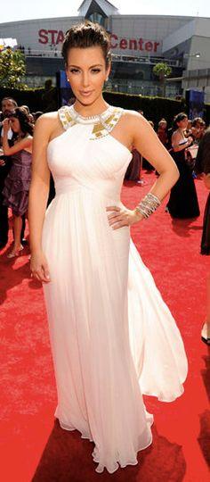 Kim Kardashian wears a Marchesa white silk chiffon column with a draped bodice, neckline detail and back train to the 2010 Emmy Awards. White Silk, Celebrity Dresses, Marchesa, Silk Chiffon, Western Wear, Long Dresses, Formal Dresses, Her Style, Kim Kardashian