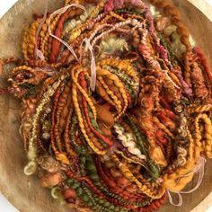 Early autumn spinning. Handspun artyarn #spinnersofinstagram #spinning #yarnporn #artyarn #fiberart #handspun #pinkipunki Spinning Wool, Hand Spinning, Fabric Beads, Fabric Art, Art Yarn, Artist At Work, Knitting Projects, Fiber Art, Weaving