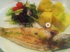 Lubina a la plancha con cachelos y ensalada de la Casa | Restaurante tapería cafetería Cantina Galopín en Santiago de Compostela, A Coruña