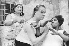 Sesión de peluquería. Alicante, 1933. Fotografía de la Agencia Magnum.