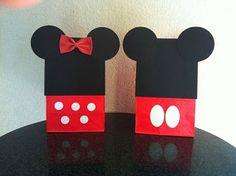 Tutorial para hacer bolsas de recuerdito de Mickey y Minnie.                                                                                                                                                     Más