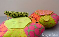Maryandpatch, Hexagon Pincushion DIY~Tute-A-Licious! Key Pouch, Quilting Tools, Sewing Box, Hobbies And Crafts, Pin Cushions, Sewing Crafts, Needlework, Sewing Patterns, Projects To Try