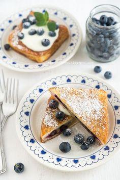 Prawdziwa rozpusta na śniadanie :) Jak dobrze mieć w zamrażarce jagody, by móc z nich skorzystać w środku zimy :) Po tak pysznym śniadaniu, ...