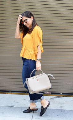 51863d1a6d0 Olha a jornalista e blogueira Cathy do Bay Area Fashionista. Combinou com  jeans e mule. Tome cuidado
