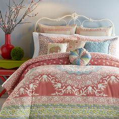 Perfect in the guest room or master suite, this lovely duvet cover set transforms any space into a restful retreat.