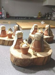 List of Nativity Scene Christmas Pictures and Nativity Scene Christmas Ideas - W . - List of Nativity Scene Christmas Pictures and Nativity Set Christmas Ideas – Christmas Decoration - Church Crafts, Christmas Projects, Holiday Crafts, Fun Crafts, Diy And Crafts, Christmas Nativity, Kids Christmas, Christmas Ornaments, Diy For Kids