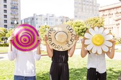 LOVE these adorable DIY straw hats that are perfect for the warm weather., Diy And Crafts, LOVE these adorable DIY straw hats that are perfect for the warm weather. Adult Crafts, Diy And Crafts, Do It Yourself Mode, Diy Straw, Straw Hats, Drawing Bag, Fancy Hats, Diy Fashion, Fashion Top
