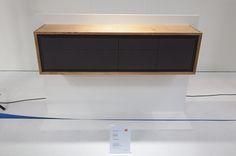 sideboard-in-eiche-linoleum-und-messing-geometrische-fronteinteilung