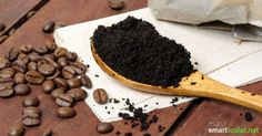 15 clevere Dinge, die du mit Kaffeesatz machen kannst Please do not throw away coffee grounds – that's a pity, because coffee grounds can be reused for numerous useful applications! Uses For Coffee Grounds, Coffee Uses, Coffee Presentation, Coffee Counter, Coffee Nook, Coffee Canister, Coffee Illustration, Ways To Recycle, Coffee Recipes