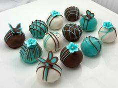 Tiffany blue and black cake pops. Not necessarily like this, but we could put a fancy twist on the cake pops you normally make. Cake Pops, Chocolate Truffles, Chocolate Brown, Chocolate Covered, Chocolate Cake, Chocolate Candies, Chocolate Flowers, Mini Cakes, Cake Ball