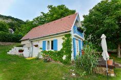 Kis Almaház at Catherine's Vineyard Cottages in Csákberény, Hungary. Hungary, Cottages, Vineyard, Sweet Home, City, Garden, Plants, Viajes, Cabins
