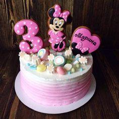 Mini Mouse Birthday Cake, Cartoon Birthday Cake, Cool Birthday Cakes, Birthday Cake Girls, Bolo Minnie, Minnie Mouse Cake, Beautiful Cakes, Amazing Cakes, Bolo Da Peppa Pig