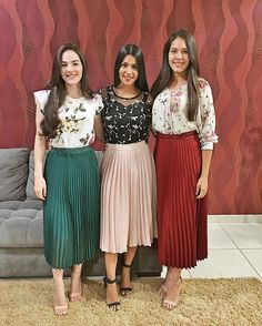 Image may contain: 4 people, people standing Green Skirt Outfits, Pleated Skirt Outfit, Casual Skirt Outfits, Modest Outfits, Classy Outfits, Dress Skirt, Pleated Skirts, Bodycon Dress, Jw Fashion