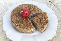 La torta con i fiocchi d'avena è una colazione sana e leggera, 100% vegan a base di latte di soia. Rimanere in forma con gusto si può!