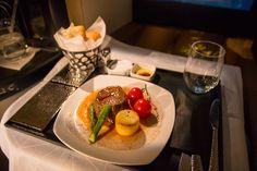 Etihad Business Class, Fantastisches Rinderfilet. #businessclass #airbus #boeing #economyclass #firstclass #etihad #travel #review #food #boeing787 #dreamliner #steak #foodporn
