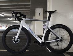 Bicycle Paint Job, Bicycle Painting, Cycling Gear, Road Cycling, Trek Road Bikes, City Racing, Best Road Bike, Push Bikes, Cafe Racer Bikes