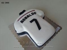 Ronaldo cake Ronaldo Birthday, Soccer Birthday Cakes, Soccer Cake, Soccer Theme Parties, 9th Birthday Parties, Soccer Party, Iron Man Birthday, Boy Birthday, Real Madrid Cake