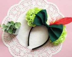 Youll be the envy of the Kingdom with these adorable Peter Pan inspired Minnie Mouse ears! Handmade with lots of love. One size Disney Ears Headband, Disney Minnie Mouse Ears, Disney Headbands, Disney Mickey Ears, Disney Bows, Disney Diy, Ear Headbands, Cute Disney, Disney Ideas