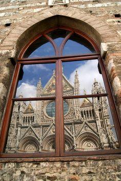 Duomo riflesso. Foto di kasiulowa su http://www.panoramio.com/photo/53351965