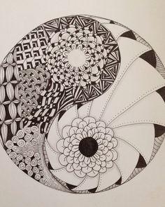 Roses black and white ying yang art draw drawings yin yang Tangle Doodle, Tangle Art, Doodles Zentangles, Zen Doodle, Zentangle Patterns, Doodle Art, Mandalas Painting, Mandalas Drawing, Meaningful Drawings