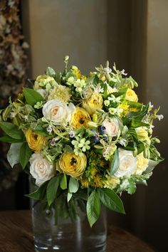 Yellow Flower Arrangements, Yellow Flowers, Floral Wreath, Wreaths, Table Decorations, Home Decor, Ideas, Homemade Home Decor, Flower Crown
