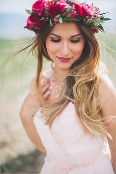 Beautiful boho wedding eith floral crown matching the red lips of this bride ! Romantic Wedding Hair, Wedding Hair And Makeup, Bridal Makeup, Bridal Hair, Dream Wedding, Wedding Day, Bridal Shoot, Diy Flower Crown, Flower Crown Hairstyle