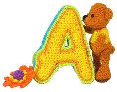 3D hoofdletter, complete alfabet comic sans, inclusief ontwerp van de 10 cm hoge beer op www.lettershaken.nl in eht boek Letters Haken