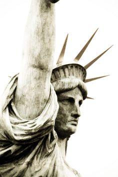 """.""""La gran dama miraba hacia Europa a la espera de los suyos..."""" DELICIAS Y SECRETOS EN MANHATTAN"""