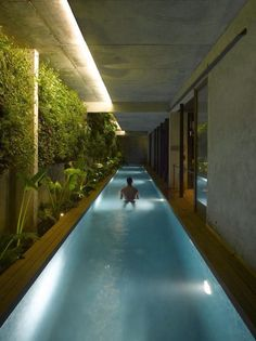Basement pool , lovely ... maybe we will put one in our next house (...if we win the lottery)