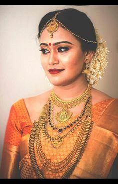 Kerala bride Kerala Hindu Bride, Kerala Wedding Saree, Indian Bridal Sarees, Indian Bridal Outfits, Indian Bridal Fashion, Saree Wedding, Kerala Jewellery, Saree Jewellery, Bridal Jewellery