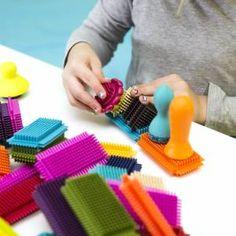 Jedyne w swoim rodzaju klocki Bristle Block Stackadoos kanadyjskiej marki B.Toys są masywne, ale