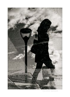 Reflected stroller / Paseante reflejado   www.vicentemendez.com