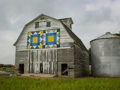 old barn with weathervane quilt block