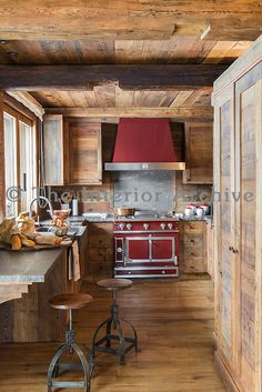 15 Best Rustic Kitchen Cabinet Ideas and Design Gallery Tags: rustic kitchen decor, hickory kitchen cabinets, rustic kitchen ideas, country kitchen cabinets Chalet Interior, Interior Exterior, Ski Chalet Decor, Rustic Room, Rustic Decor, Rustic Style, Rustic Theme, Cabin Homes, Log Homes