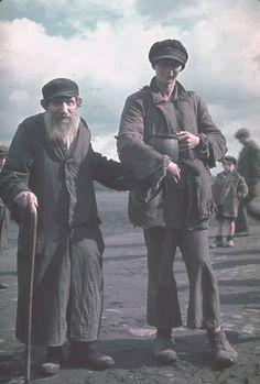 Hugo Jaeger photo, 1939 inside Poland