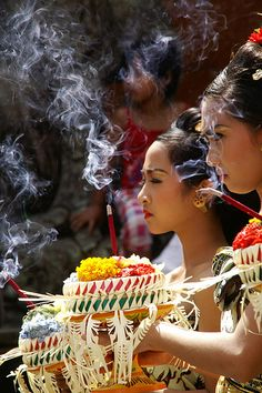 Enchanting religious ceremony in Bali, Indonesia. Offering up food, baskets, flowers and more to the Hindu gods. www.TheTripStudio.com