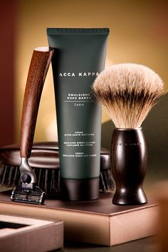 Photographic series made with cosmetic products, brand Acca Kappa, by Marcelo Ribeiro photographer. Beard Grooming Kits, Men's Grooming, Groomsmen Gift Box, Groomsman Gifts, Gifts For Father, Gifts For Him, Acca Kappa, Barber Shop Decor, Beard Conditioner