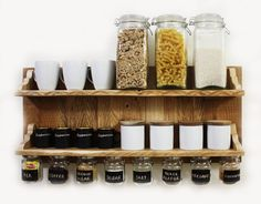 Gorgeous spices or coffee shelf with hanging jars which have chalkboard labels and hooks to hang towels, cups etc. Kitchen Shelf Decor, Kitchen Shelves, Kitchen Decorations, Kitchen Wall Stickers, Wall Stickers Murals, Chalkboard Stickers, Chalkboard Labels, Hanging Jars, Deco Originale